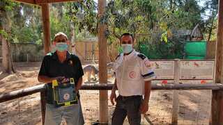 אמיר בנדל והמתנדב דורון תם