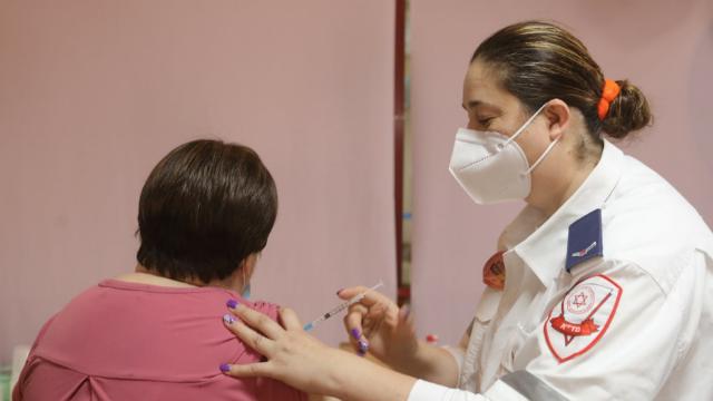 מבצע החיסונים לדיירי בית ההורים העירוני בהרצליה