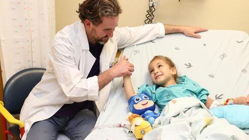"""כוכבי עם ד""""ר מיכאל גורביץ', מנהל יחידת השתלות כבד במרכז שניידר"""