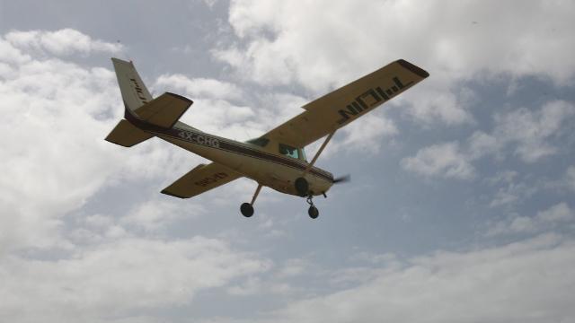 מטוס ממריא משדה התעופה בהרצליה