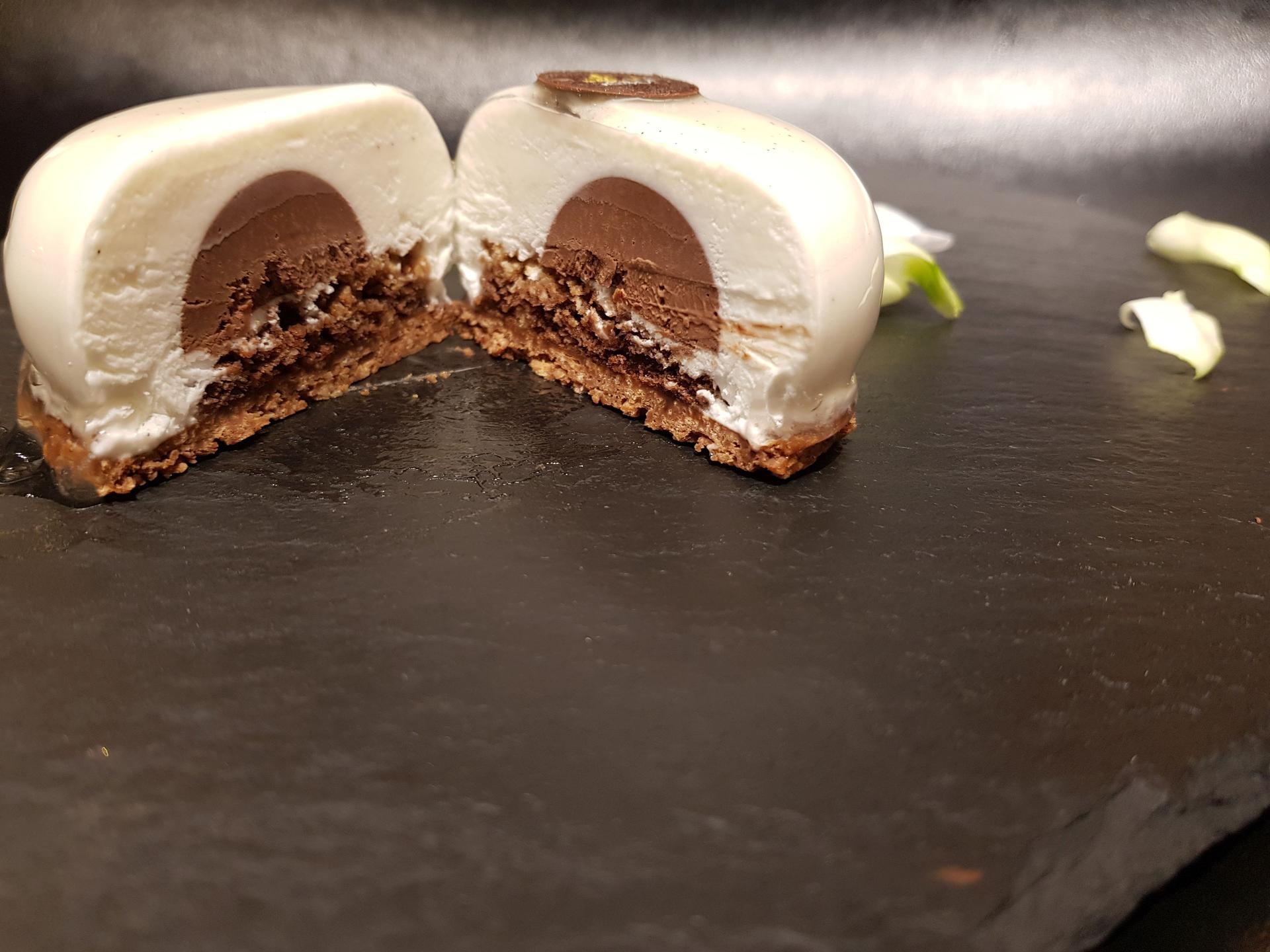 עוגת מוס מסקרפונה של קפה ביגה. צילום: אסף לוי