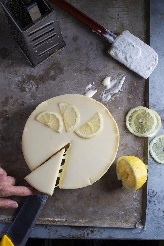 עוגת גבינה ולימון בארקפה. צילום: אנטולי מיכאלו