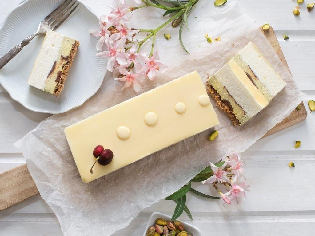 עוגת מוס גבינה עם שוקולד לבן ופיסטוק של ברמן. צילום: גלי איתן