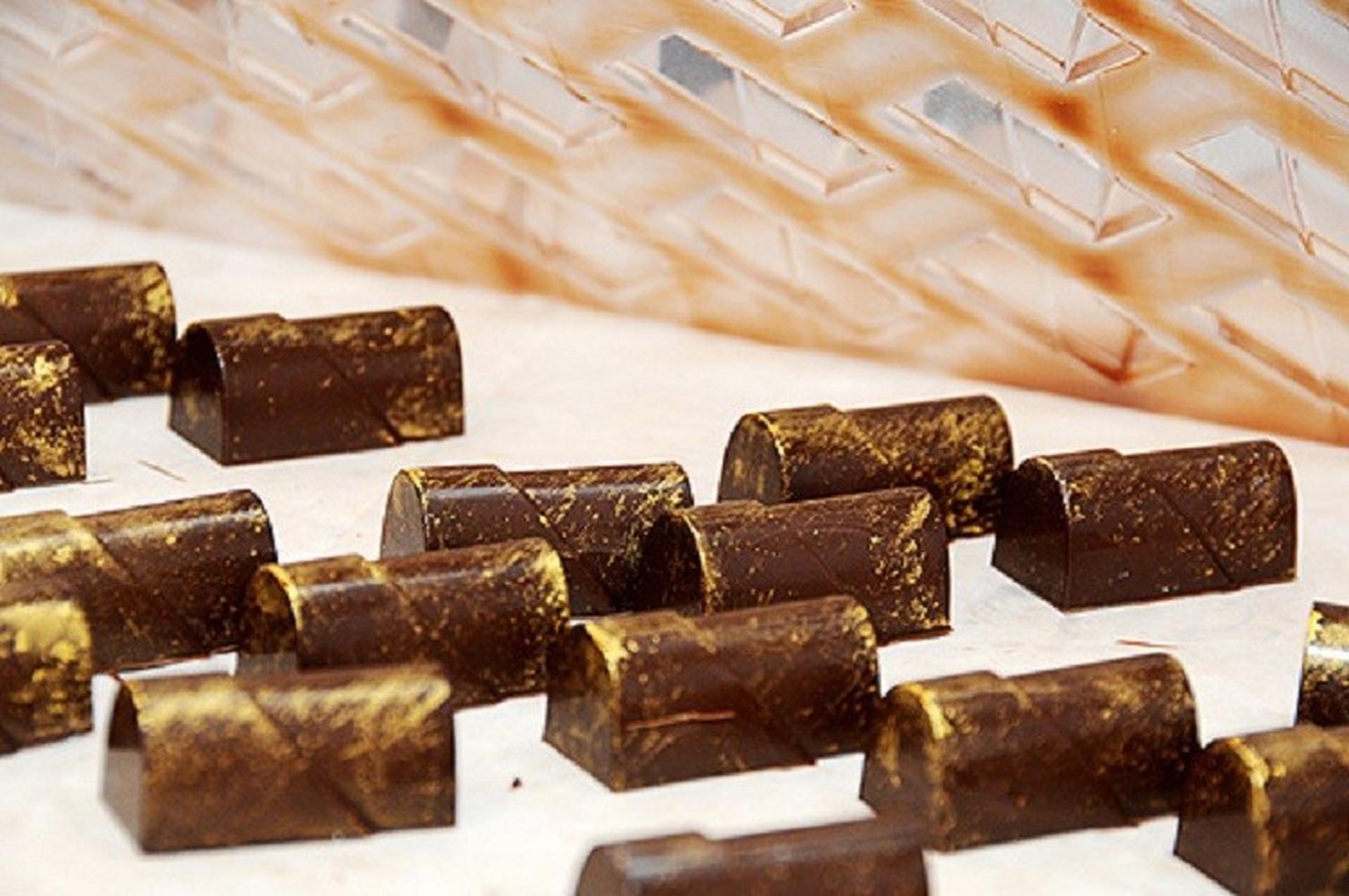 חטיפי טחינה ושוקולד של רונן אפללו. צילום: יוליה זובירצקי