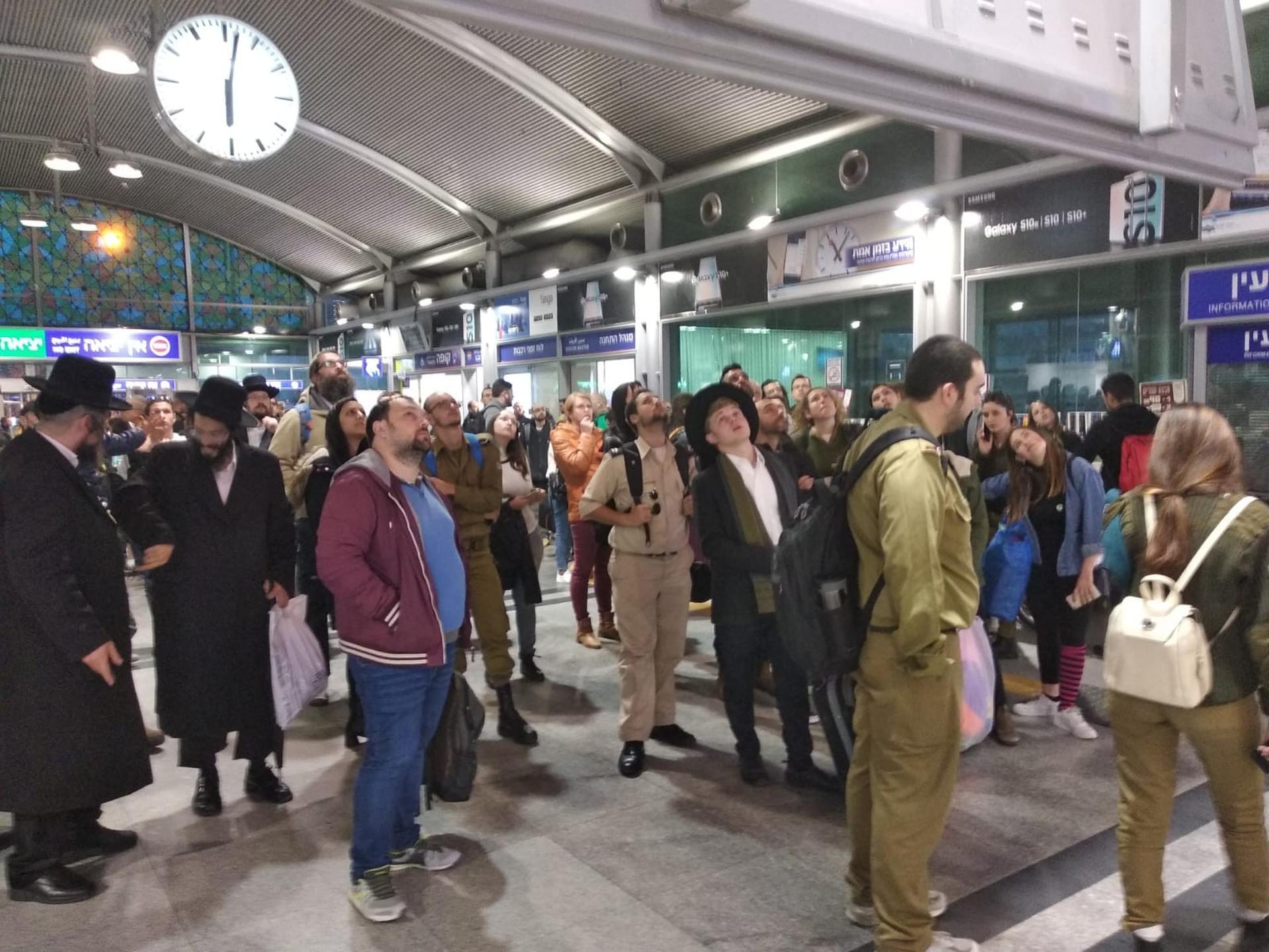 ממתינים על הרציף לרכבת | צילום המחשה: אריאל ימיני