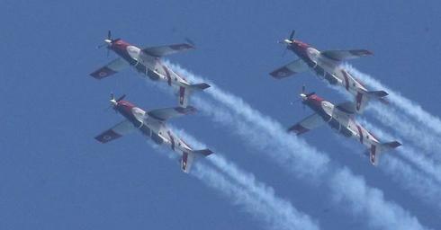 מטוסי עפרוני בפעולה | צילום: מוטי קמחי