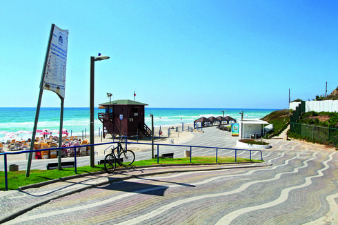 חוף השרון   צילום: אסף פרידמן