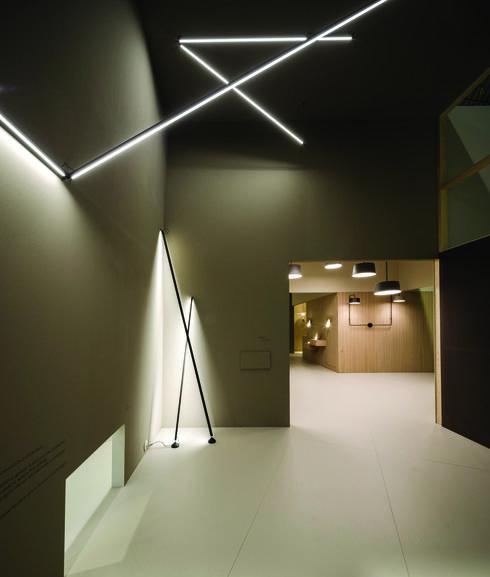 """בקמחי תאורה מוכרים בבלעדיות את קולקציית STICKS של אריק לוי ל- Vibia. צילום: יח""""צ"""